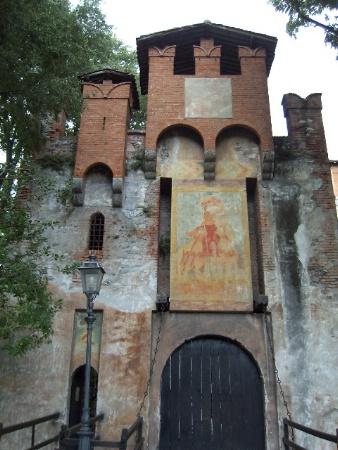 Riscopriamo i castelli bresciani donne oggi il portale for Interno 4 montichiari